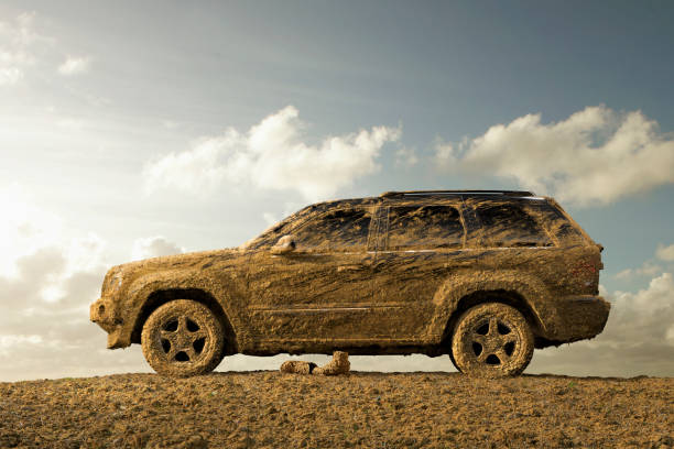 Sports utility vehicle covered in mud:スマホ壁紙(壁紙.com)