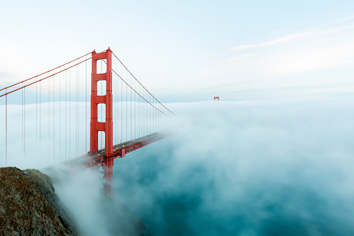 San Francisco - California「Golden Gate Bridge with low fog, San Francisco」:スマホ壁紙(14)