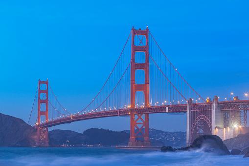 アメリカ合州国「青の夜明けのゴールデン ゲート ブリッジ、サンフランシスコ」:スマホ壁紙(2)
