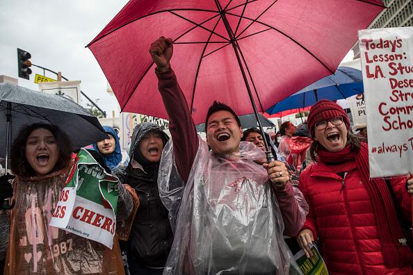Pouring「Los Angeles Teachers Go On Strike」:写真・画像(16)[壁紙.com]