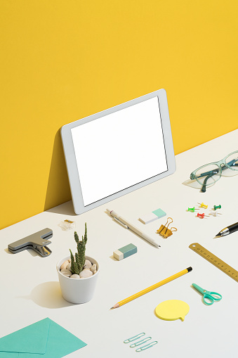 Touch Screen「Stationary flat lay on yellow and white background」:スマホ壁紙(11)