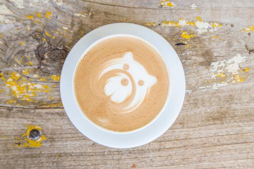 逸楽「Coffee drink with bear face design on the steamed milk」:スマホ壁紙(19)