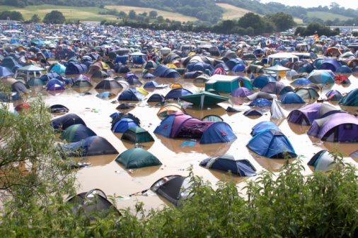 Music Festival「Pennard Hill Camping field with tents in flooding at Glastonbury Festival」:スマホ壁紙(13)