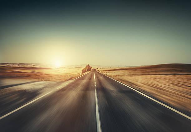 Way forward in motion. Empty road at sunset.:スマホ壁紙(壁紙.com)