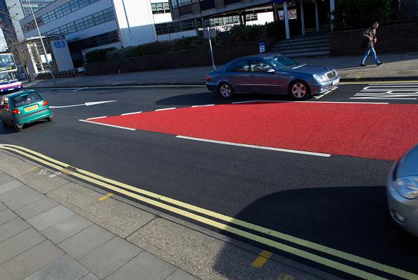 Dividing Line - Road Marking「Coloured asphalt bus lane, Ipswich, United Kingdom」:写真・画像(6)[壁紙.com]