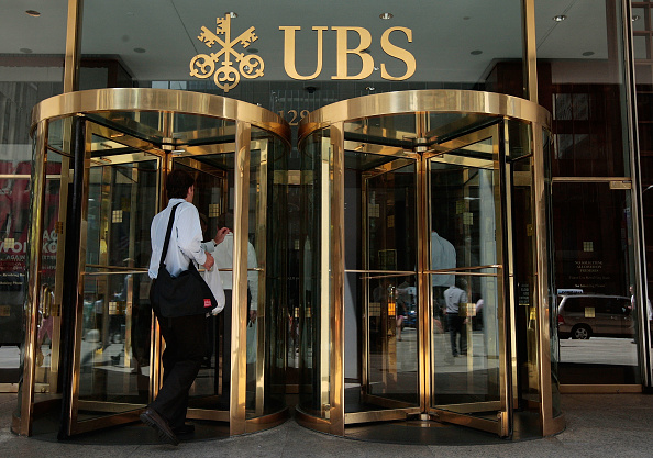 Entering「Swiss Bank UBS Agrees To Turn Over 4,000 Plus Account Names」:写真・画像(2)[壁紙.com]
