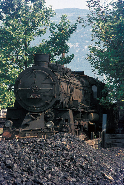 National Landmark「Lying derelict at Nova Gorica shed on Saturday 26th August 1972 was this former Prussian G12 3 cylinder 2-10-0. These engines were classified 36 by Yugoslav Railways and are one of the most imposing designs in European railway history.」:写真・画像(8)[壁紙.com]