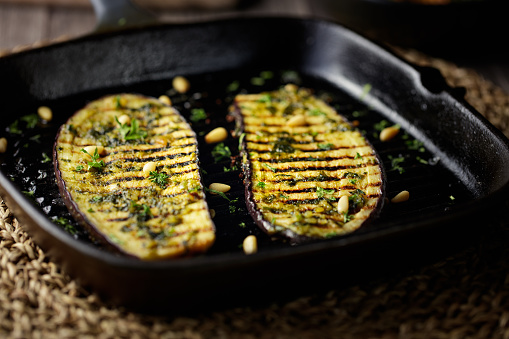 Griddle「grilled aubergine steak with green pesto sauce」:スマホ壁紙(19)