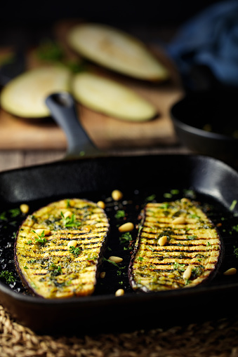 Griddle「grilled aubergine steak with green pesto sauce」:スマホ壁紙(5)