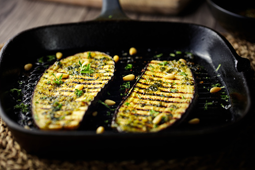 Griddle「grilled aubergine steak with green pesto sauce」:スマホ壁紙(17)