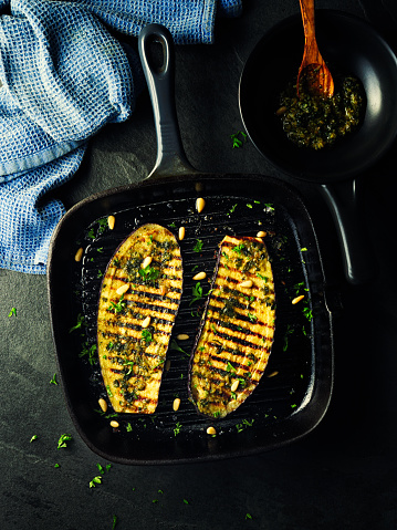 Griddle「grilled aubergine steak with green pesto sauce」:スマホ壁紙(13)