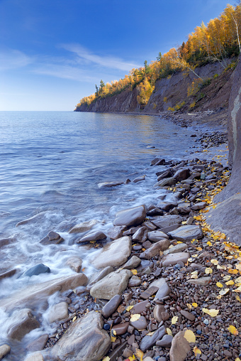 Great Lakes「Lake Superior shoreline in Autumn」:スマホ壁紙(13)