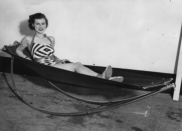 Hammock「Novel Deck Chair On The Ideal Home Exhibition At Olympia Hall In London. 24Th March 1936. Photograph.」:写真・画像(6)[壁紙.com]