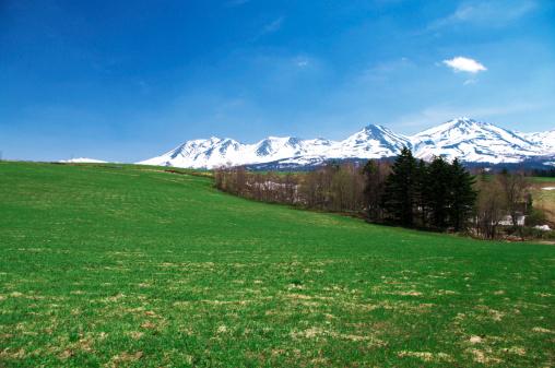 春「Tokachi mountain range, Hokkaido Prefecture, Japan」:スマホ壁紙(14)