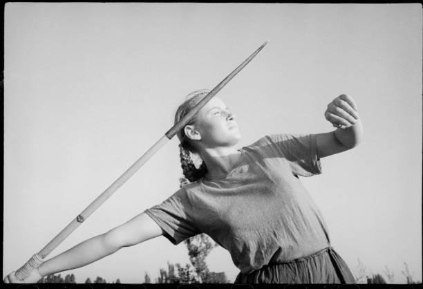 Sportswoman With Javelin:ニュース(壁紙.com)