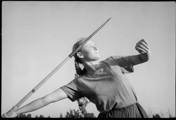 Max Penson「Sportswoman With Javelin」:写真・画像(2)[壁紙.com]