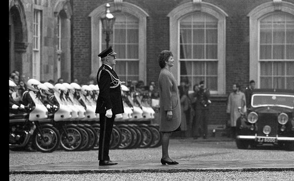 1990-1999「President Mary Robinson at Dublin Castle」:写真・画像(19)[壁紙.com]