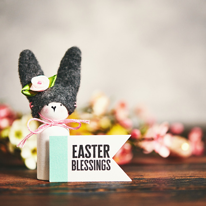 Easter Bunny「Handmade bunny with flowers and Easter message」:スマホ壁紙(3)
