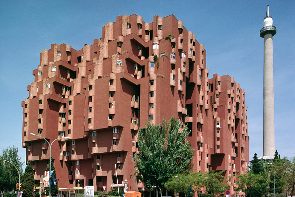 Architecture「Unusual architecture on a block of flats in Sant Just Desvern, near Barcelona, Spain, by architect Ricardo Bofill」:写真・画像(19)[壁紙.com]