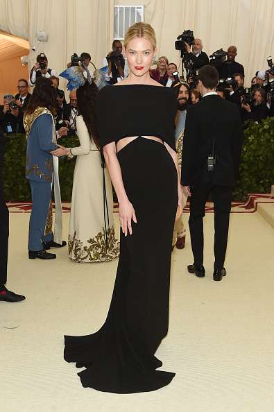 Karlie Kloss「Heavenly Bodies: Fashion & The Catholic Imagination Costume Institute Gala - Arrivals」:写真・画像(16)[壁紙.com]