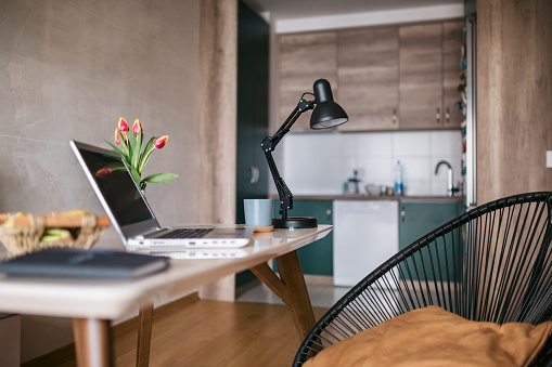 New Business「Setting up a home office without people」:スマホ壁紙(14)