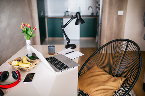 Small Office「Setting up a home office without people」:スマホ壁紙(12)