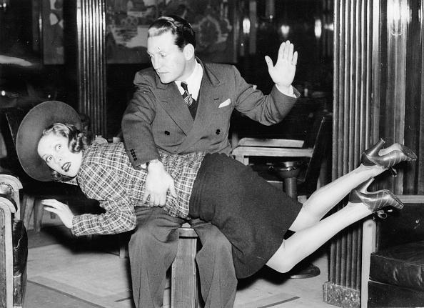女性「Thornton Freeland gives his wife June Clyde a spanking. Photograph. March 19th 1938.」:写真・画像(16)[壁紙.com]