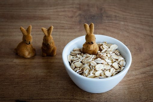 Easter Bunny「Oat flakes in bowl, Easter decoration」:スマホ壁紙(7)