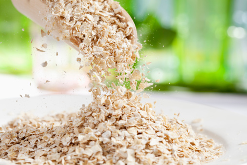 Oats - Food「Oat flakes pouring from wooden scoop, close up」:スマホ壁紙(2)