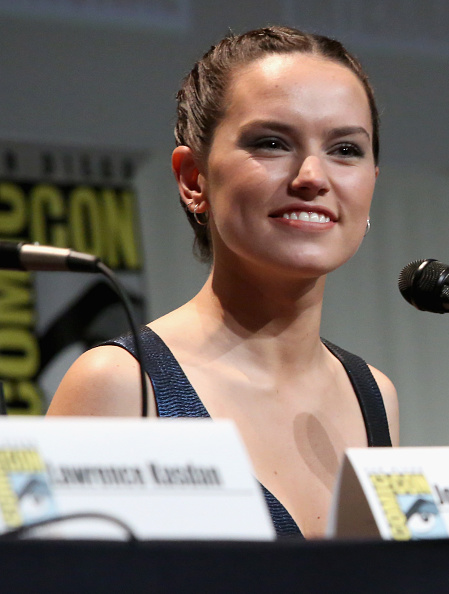Star Wars Series「Star Wars: The Force Awakens Panel At San Diego Comic Con - Comic-Con International 2015」:写真・画像(15)[壁紙.com]