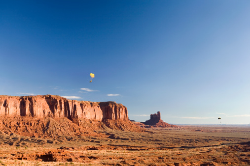 Paragliding「Para-gliders at Monument Valley」:スマホ壁紙(17)