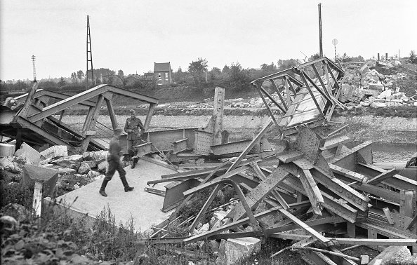 Military Uniform「Destroyed Iron Bridge」:写真・画像(8)[壁紙.com]