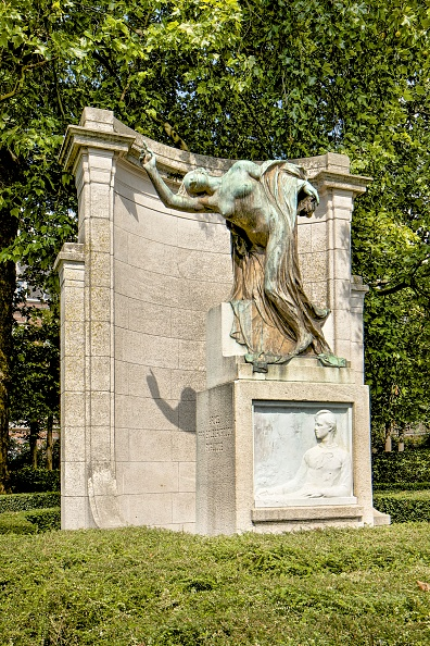 葉・植物「Monument To Max Waller」:写真・画像(0)[壁紙.com]