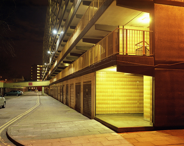 Apartment「Housing estate, Elephant and Castle, London, UK」:写真・画像(2)[壁紙.com]