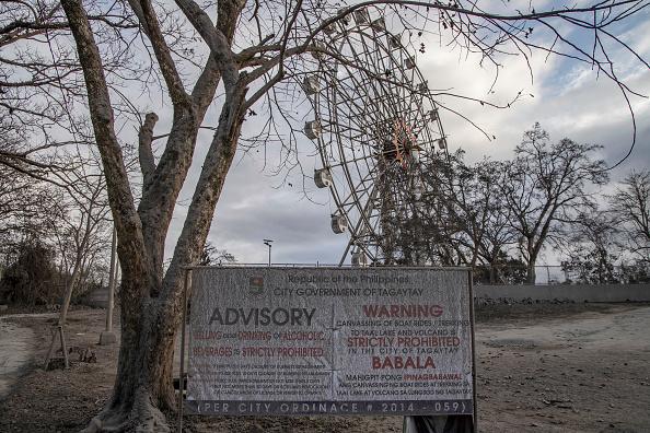 Amusement Park Ride「Taal Volcano Erupts In The Philippines」:写真・画像(18)[壁紙.com]