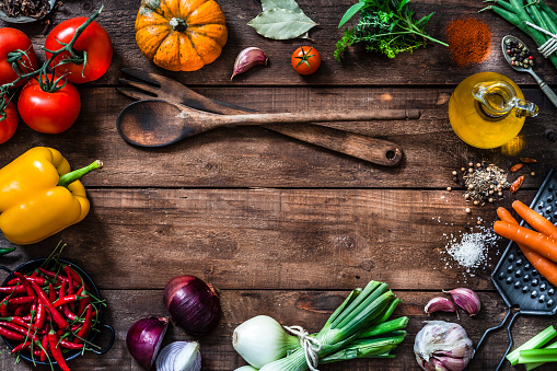 Garlic Clove「Frame of assorted fresh vegetables on rustic wooden table」:スマホ壁紙(15)