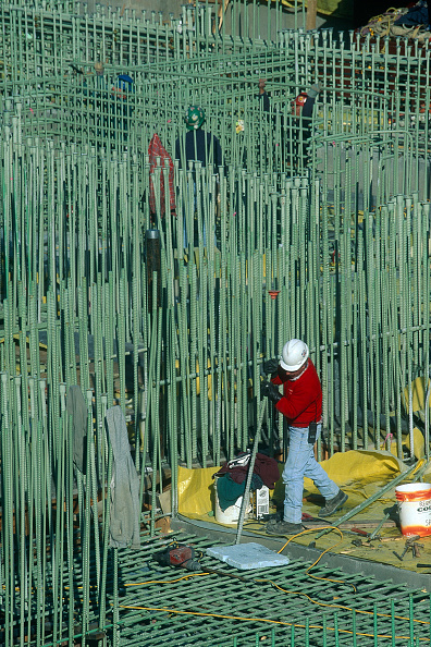 Rod「Anti corrosion epoxy applied on steel reinforcement, BigDig construction site, Boston, USA」:写真・画像(3)[壁紙.com]