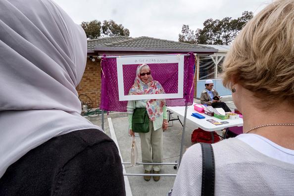 Religious Dress「Australian Mosques Open Doors To Non-Muslims To Foster Understanding Of Islam」:写真・画像(4)[壁紙.com]
