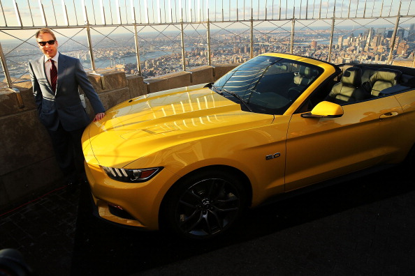 最上部「Ford Marks 50th Anniversary Of Company's Mustang By Revealing 2015 Model On Empire State Building」:写真・画像(12)[壁紙.com]