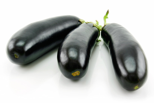 Frond「Ripe Aubergine Isolated on a White」:スマホ壁紙(7)
