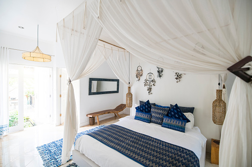 Hygge「Cozy airy bedroom with blue pillows」:スマホ壁紙(15)