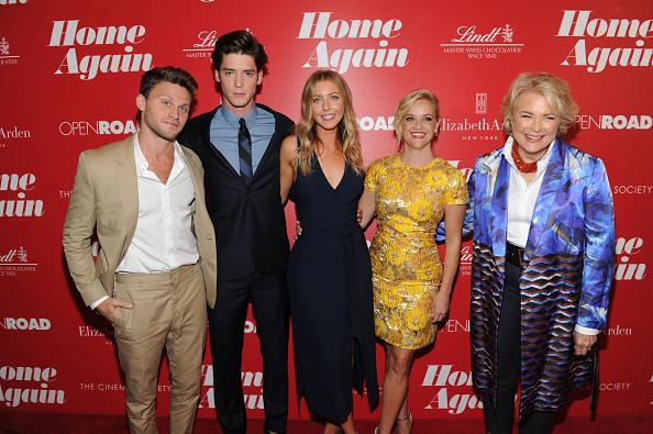 スイーツ「The Cinema Society & Lindt Chocolate Host A Screening Of Open Road Films' 'Home Again'」:写真・画像(10)[壁紙.com]