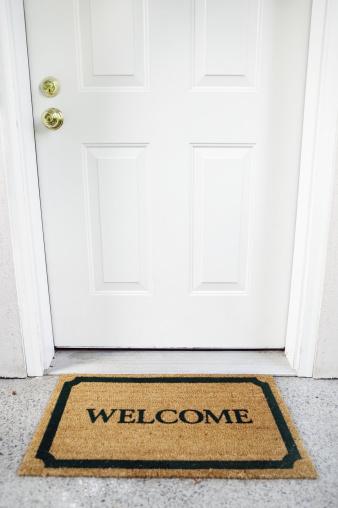 Doormat「Welcome mat in doorway」:スマホ壁紙(18)