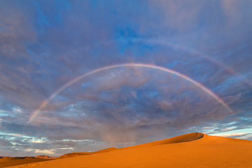 Double Rainbow「Wide-angle view of double rainbow over sand dunes」:スマホ壁紙(17)