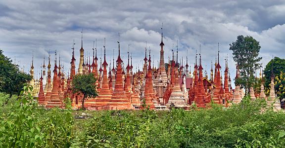 cloud「Shwe Indein pagoda complex」:スマホ壁紙(6)