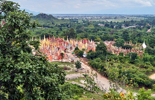 Chan Buddhism「Shwe Indein pagoda complex seen from the top of a hill.」:スマホ壁紙(17)