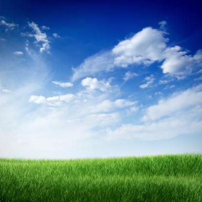 雲「青い空の下のグリーンフィールド」:スマホ壁紙(5)
