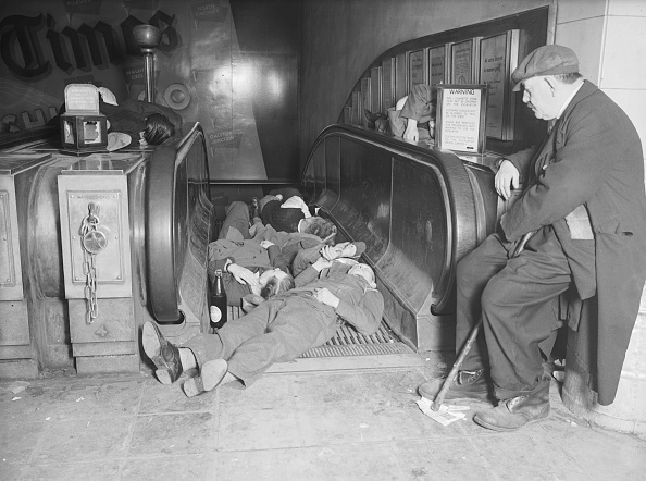 Sheltering「Shelteriing From The Blitz」:写真・画像(3)[壁紙.com]