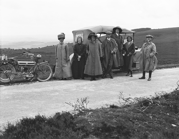 1900-1909「Group Beside Motorbike And Car」:写真・画像(18)[壁紙.com]