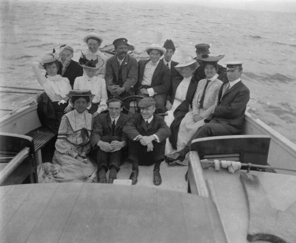 The Montifraulo Collection「Men And Women On Boat」:写真・画像(19)[壁紙.com]